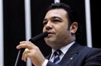 """Marco Feliciano protesta na Câmara contra descriminalização do uso de drogas; Marisa Lobo afirma que proposta se dá por """"incompetência"""" do governo"""
