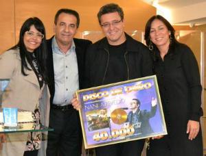 Pr. Silas Malafaia entrega Disco de Ouro ao cantor Nani Azevedo