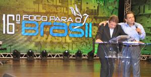 'Fogo para o Brasil': 2º dia foi marcado por adoração e encorajamento; veja fotos e vídeos