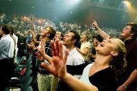Evangélicos estão menos vinculados às igrejas