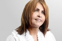 Shirley Carvalhaes finaliza a produção do novo CD e planeja lançamento durante a Expocristã