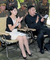Norte-coreanos passam fome e primeira-dama desfila com grife