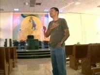 Padre é agredido por adolescente em frente a igreja