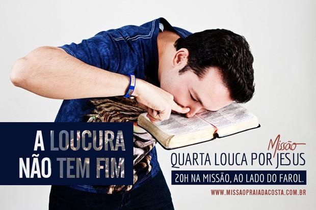 """Foto do pastor Lucinho """"cheirando"""" a Bíblia gera polêmica"""