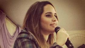 Cantora Perlla prega em igreja evangélica no Rio; veja as fotos