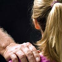 Pastor promete a adolescente cura de câncer através de relações sexuais