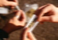 Usuario de drogas é preso acusado de  fumar maconha com folhas da Bíblia