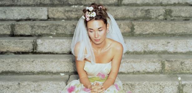 """Jovem recebe """"Profecia"""" e marca casamento sem saber quem é o noivo"""