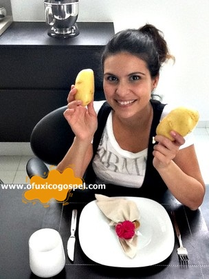 Aline Barros ensina a fazer batata gratinada ao forno