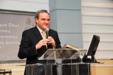 Abner Ferreira  se irrita com jornalista  da Veja  e o chama de cristofóbico