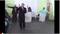 """Vídeo com pastor """"Girando"""" ao som do Lek Lek vira sucesso na internet"""