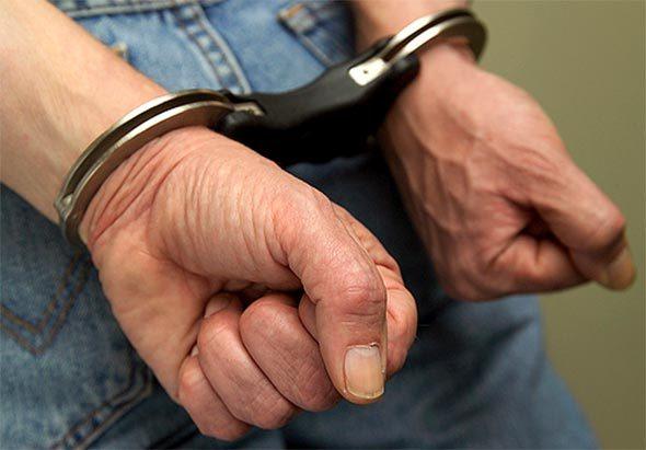 Pastor é preso por maltratar sua madrasta de 90 anos