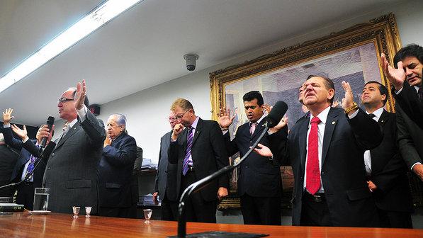 Site da Veja mostra o poder dos Parlamentares Evangélicos