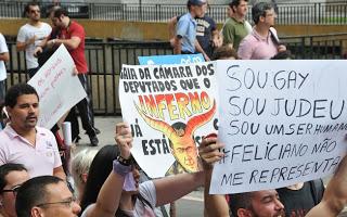 Manifestantes protestam contra pastor Marco Feliciano em várias cidades