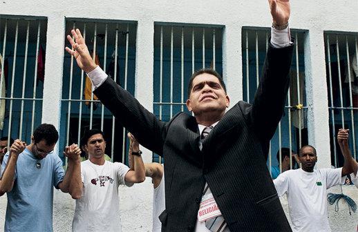 Pastor Marcos Pereira é preso por estupro no Rio