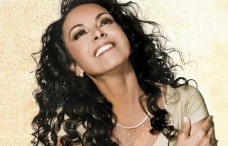 Casa da cantora Cristina Mel é incêndiada