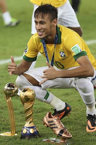 Evangélico, Neymar passa por cirurgia no Rio