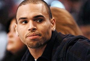 """Cantor Chris Brown cai """"Possuído"""" durante gravação"""