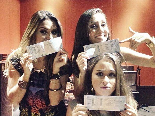 Cantora Gospel vai ao Rock In Rio e posta foto de ingresso no Facebook