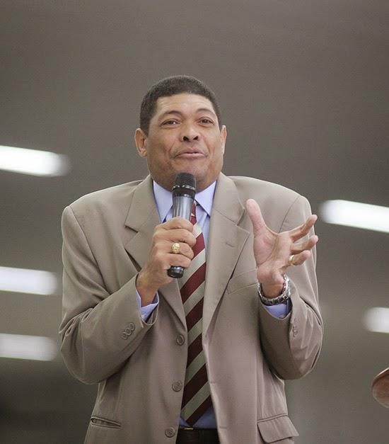 Pastor pede R$ 21 milhões aos fiéis para pagar dívida de TV