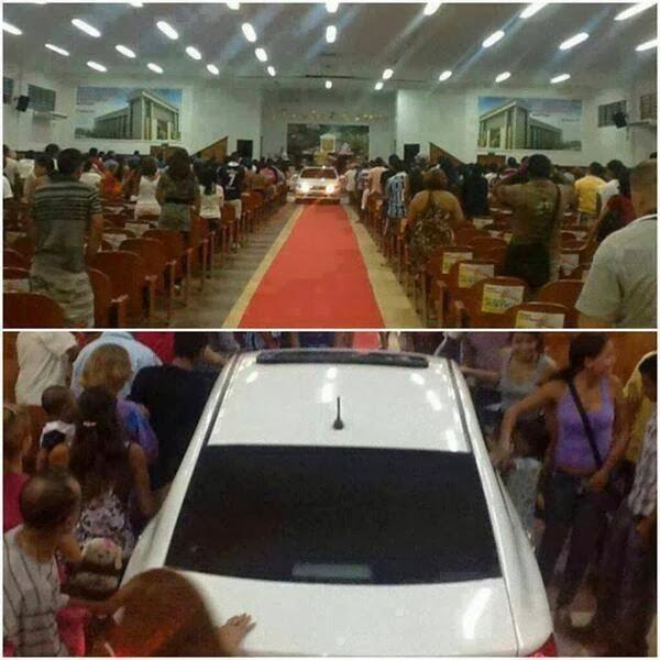 Bispo da Universal entra com carro importado dentro da igreja