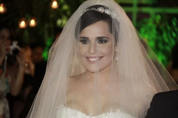 Casamento de Perlla tem vestido exclusivo e barraco na porta
