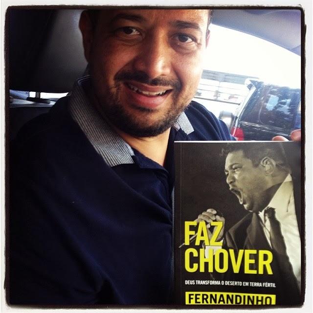 Fernandinho lança livro sobre sua vida