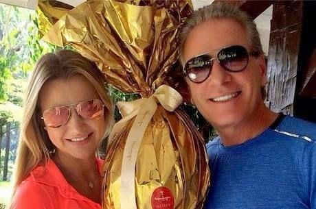 Evangélica, namorada de Roberto Justus ganha ovo de R$1 Mil