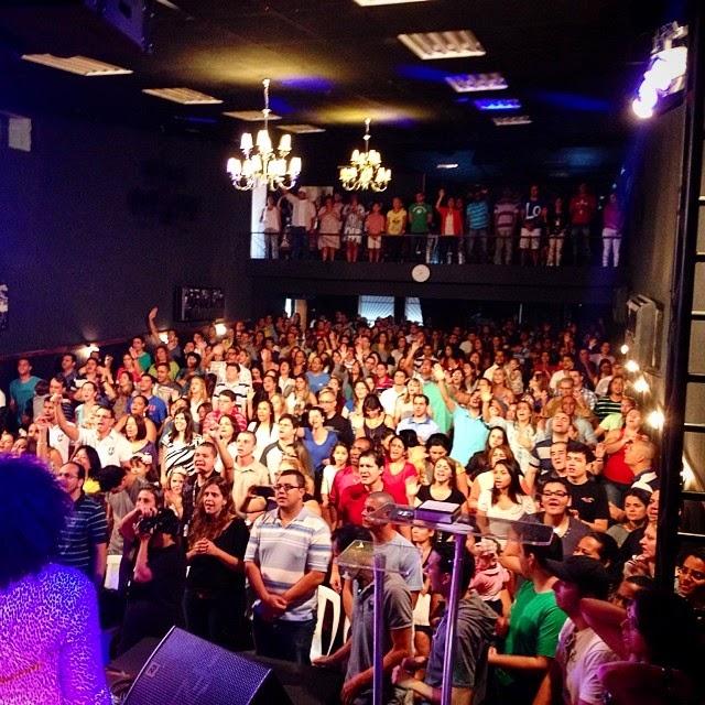 Batista da Lagoinha em Niteroi comemora 1 ano, em novo endereço