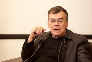 Walcyr carrasco diz que reclamações de público conservador não impediram sexo e drogas na próxima novela