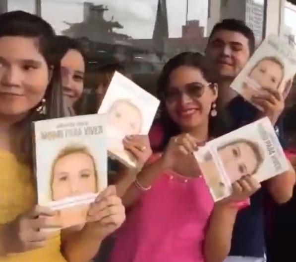 Suposta fraude de multidão para forjar sucesso do livro de Andressa Urach