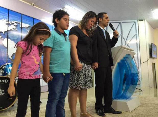 Pastor da Igreja da Graça morre carbonizado com a família em acidente
