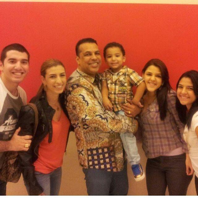 Apostolo Renê Terra em mais uma foto  com a esposa e a familia