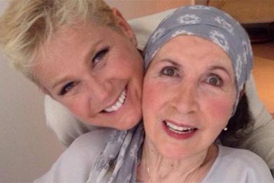 Xuxa pede que fãs orem por sua mãe