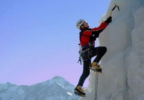 Alpinista ilustrando o tipo de crente que vive no monte
