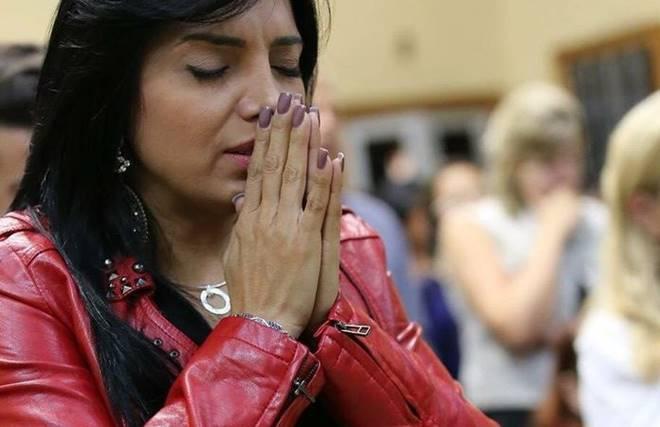 Cantora Eyshila pede orações pelo pastor Josué Gomes