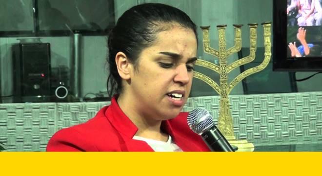 Igreja cobra ingresso para culto com a pregadora Camila Barros