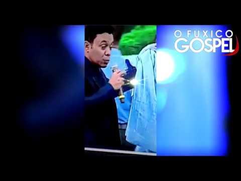 Camisa de Valdemiro Santiago suja de sangue, é usada para curar pessoas