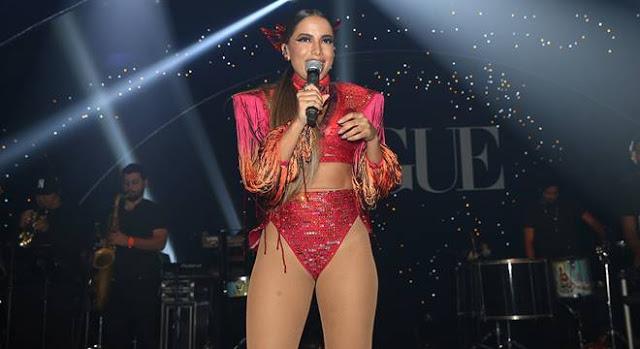 """Cantora Anitta diz que é a """"Cura gay"""" e recebe criticas de fãs homosexuais"""