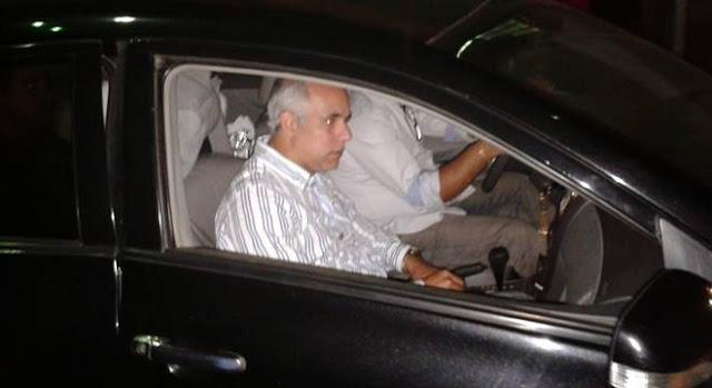 """Pastor Claudio Duarte posta foto com """"arma de fogo"""" e causa polêmica"""