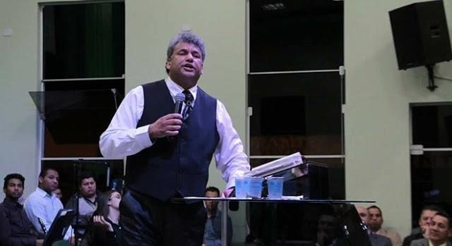 """Pastor Edson Feitosa é acusado de """"Barrar"""" obreiros de entrar na igreja"""
