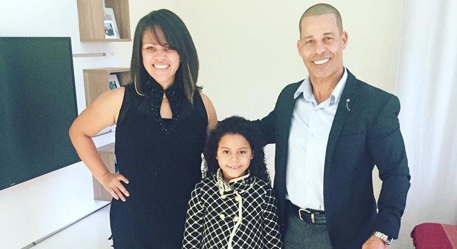 Marquinhos Menezes posa com a família antes de encontro de casais