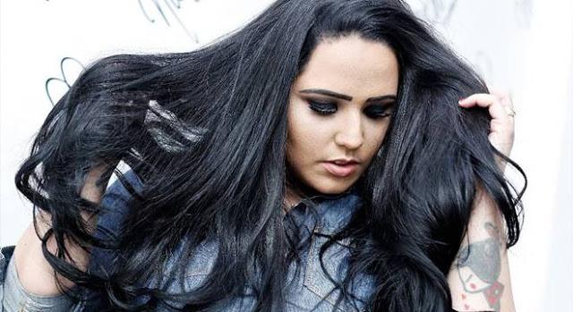 Cantora Perlla estuda voltar para a música secular