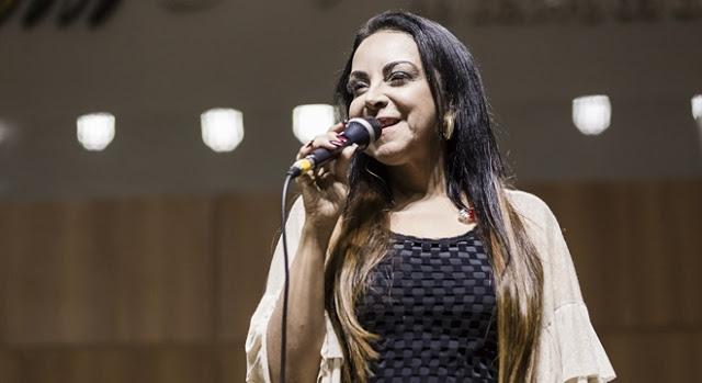 Cristina Mel apresenta novo single em noite de lançamento
