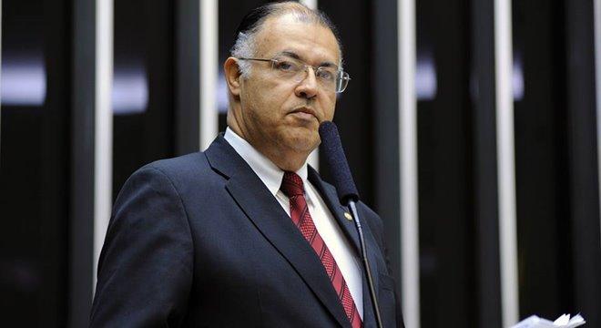 Deputado Pastor Eurico vota contra a rejeição da denúncia contra Temer