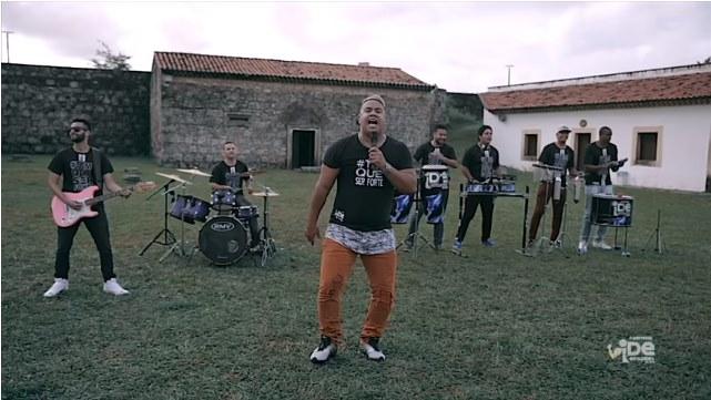 """Ide Louvadeira lança clipe da música """"Tem que ser forte"""""""