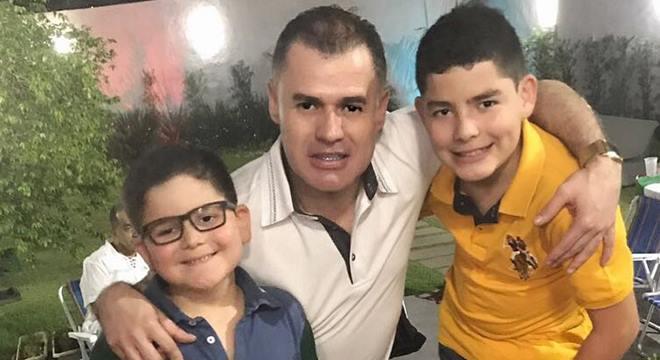 Pastor Paulo Marcelo com os filhos