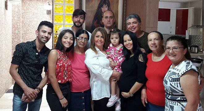 Shirley Carvalhaes completa 63 anos com almoço em família
