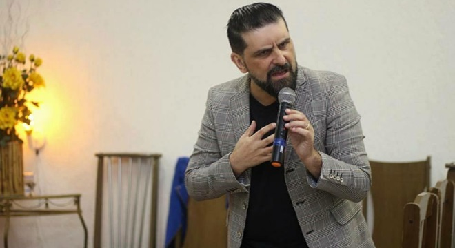 Pr. Yousef Akiva pede oferta de Yom Kippur em troca de nome em placa de bronze