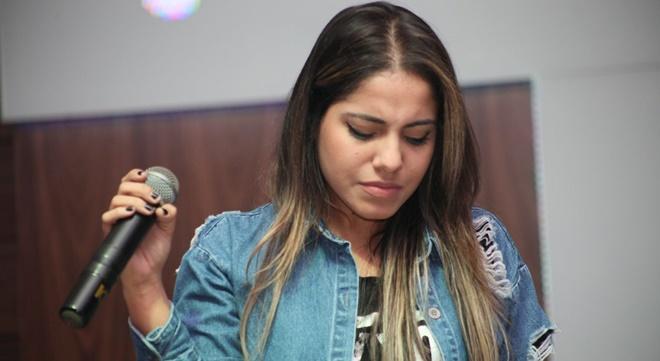 Prejuízo: após escândalo, pastores cancelam agenda com Gabriela Rocha